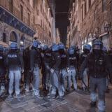 firenze-manifestazione-guerriglia-urbana-ottobre-2020-covid-19-violenza-polizia-carabinieri-realizzazione-servizi-fotografici-book-fotografici-prato-fotografia-ritratto-lorenzo-marzano-emme08