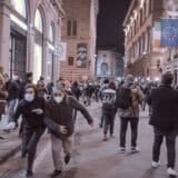 firenze-manifestazione-guerriglia-urbana-ottobre-2020-covid-19-violenza-polizia-carabinieri-realizzazione-servizi-fotografici-book-fotografici-prato-fotografia-ritratto-lorenzo-marzano-emme45